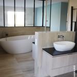 Agencement Salle de bain carrelage et mosaïque baignoire îlot ovale et douche à l'italienne Orvault