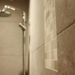 Carrelage effet béton ciré avec incrustation de mosaïque La Chapelle sur Erdre