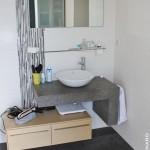 Salle de bain vasque à poser carrelage effet béton Carquefou 44
